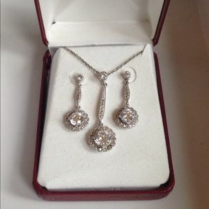 Jewelry - Flashy Earring and Necklace Set
